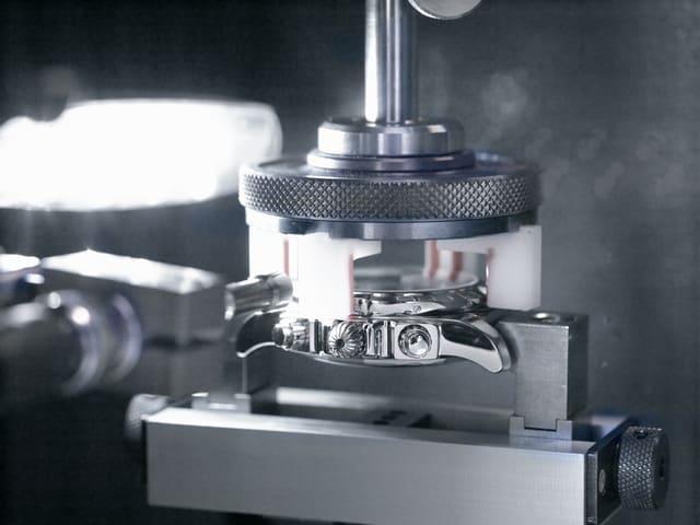 Breitling - 研发